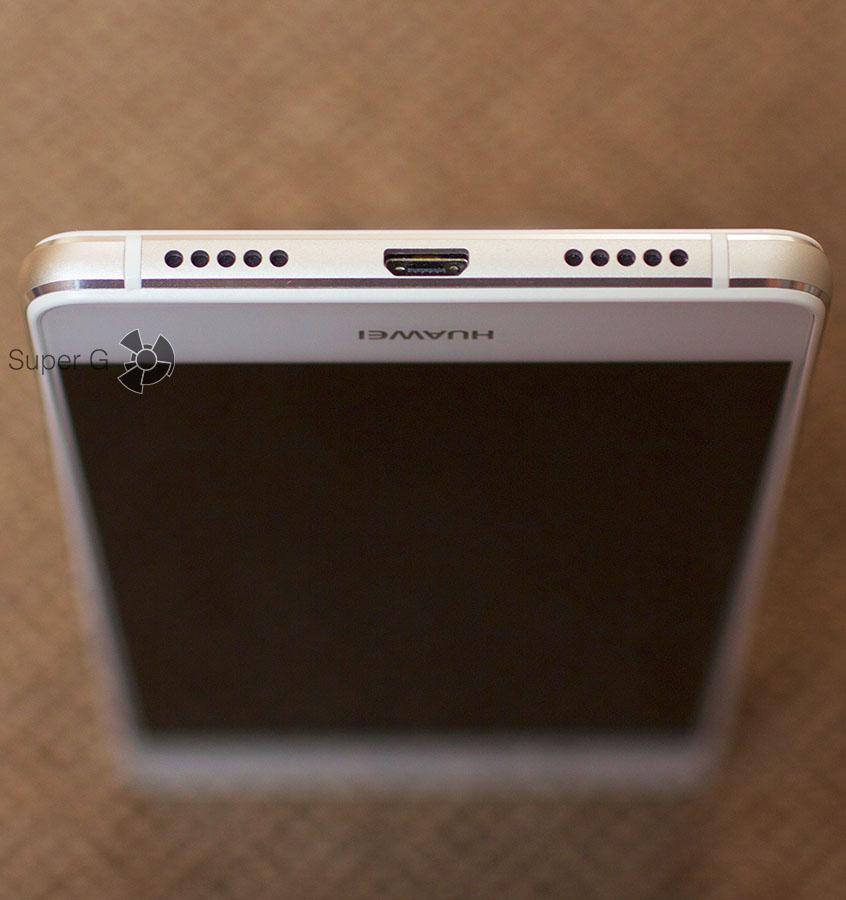 Разъем Micro USB и динамик находятся на нижней грани смартфона P9 Lite