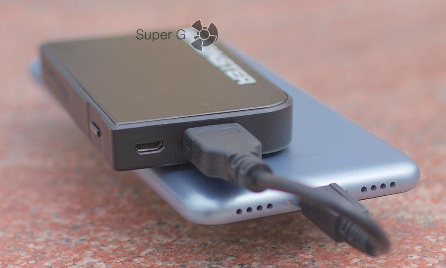Monster Powercard Turbo может заряжать смартфона, планшеты и другую электронику