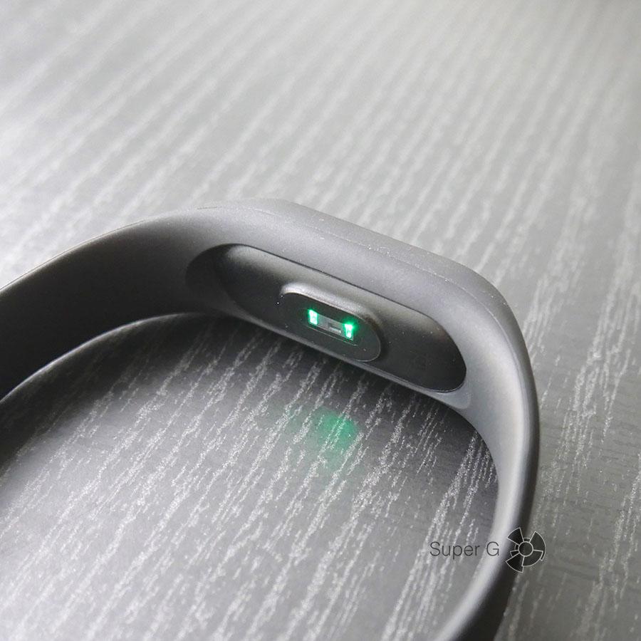 Как Xiaomi Mi Band 2 измеряет частоту пульса