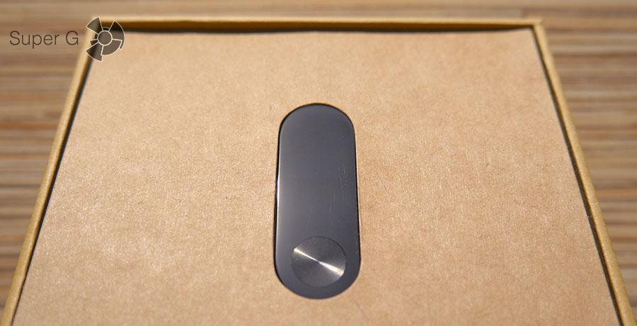 Под определенным углом видны царапины на стекле