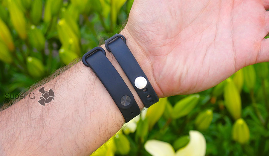 Xiaomi Mi Band 2 на руке