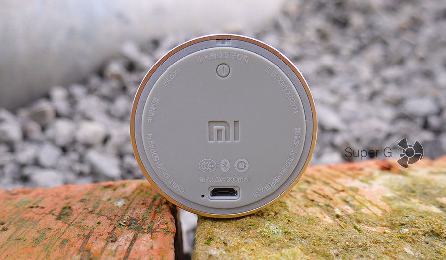 Тыльная сторона Xiaomi Mi Portable Bluetooth Speaker
