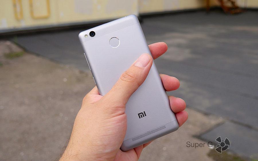Xiaomi Redmi 3S отлично лежит в руке