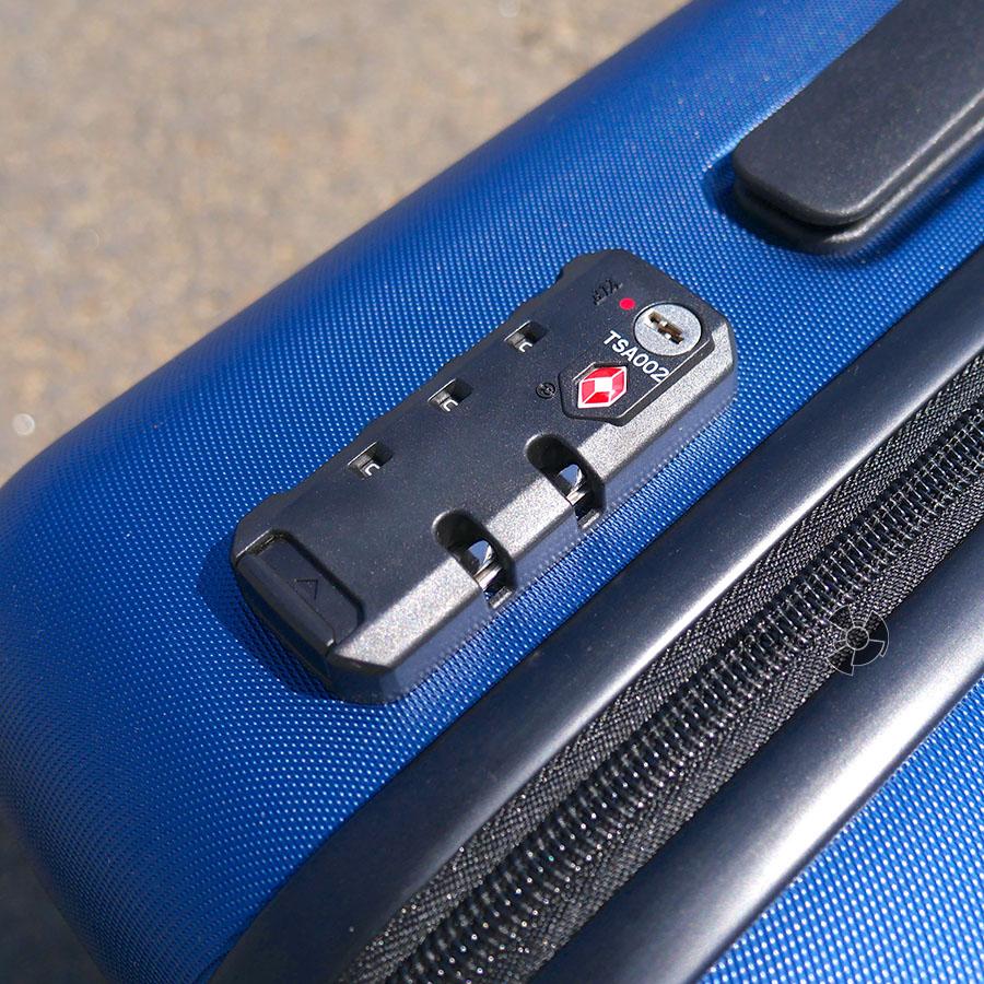 В Xiaomi 90 Minutes Suitcase есть и кодовый замок