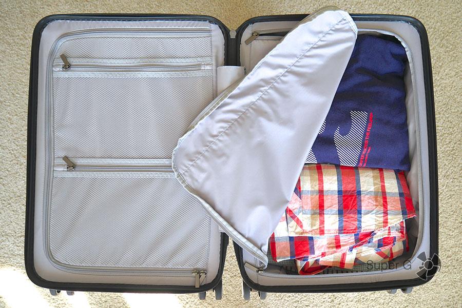 Чемодан Xiaomi 90 Minutes Suitcase с вещами