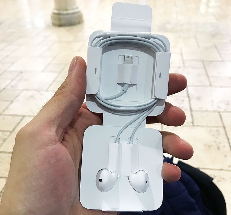 Наушники EarPods для iPhone 7 со штекером Lightning
