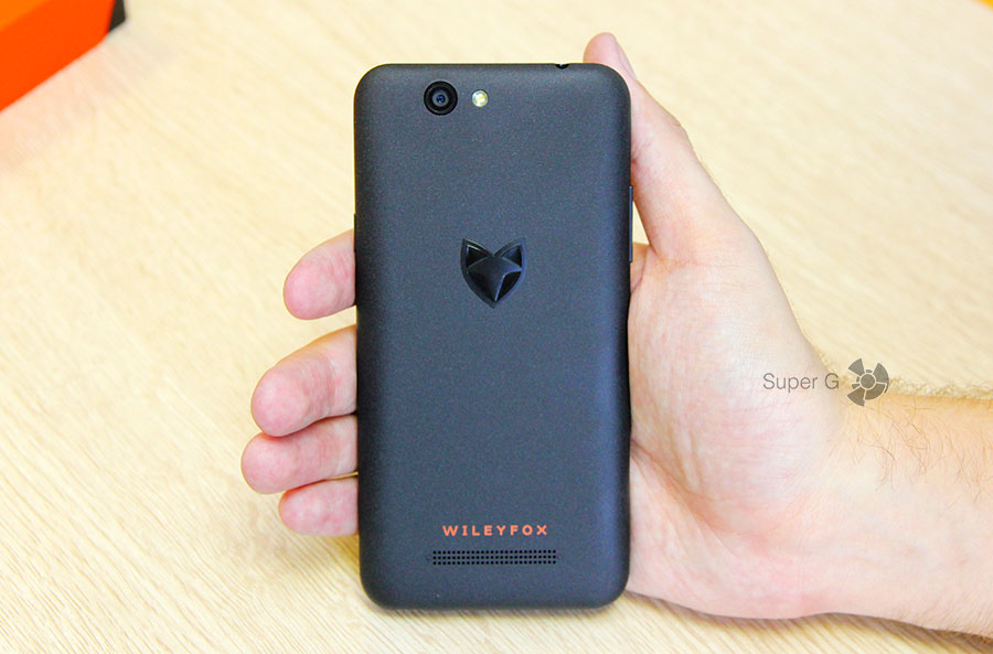 Тыловая поверхность смартфона Wileyfox Spark