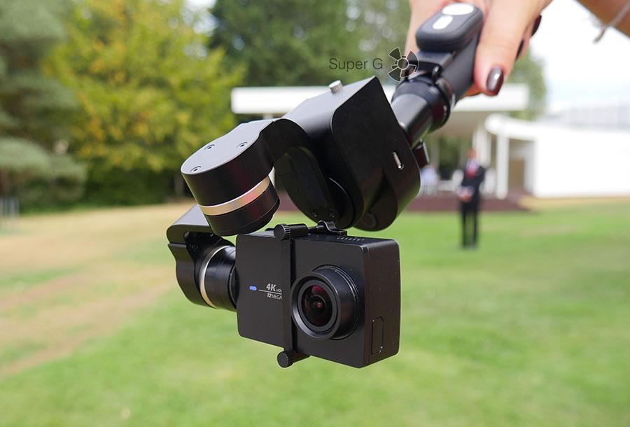 Yi Handheld Gimbal умеет стабилизировать камеру под любыми углами
