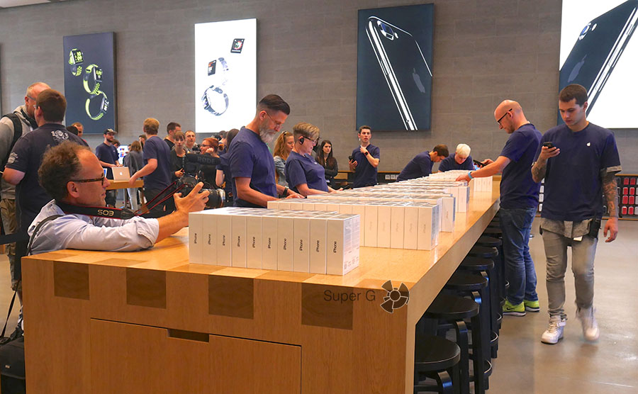 На старте продаж iPhone 7 в Берлине смартфонов было не много