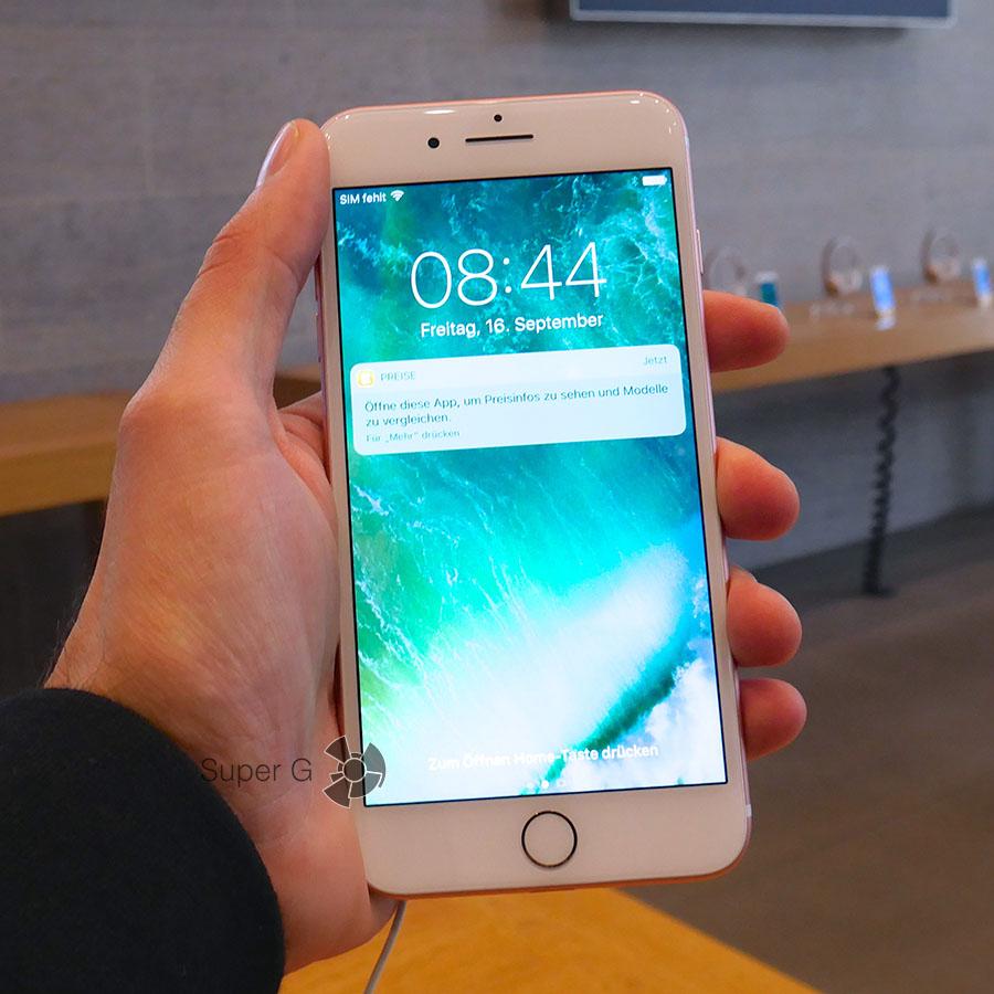 iPhone 7 Plus белый в руке как смотрится