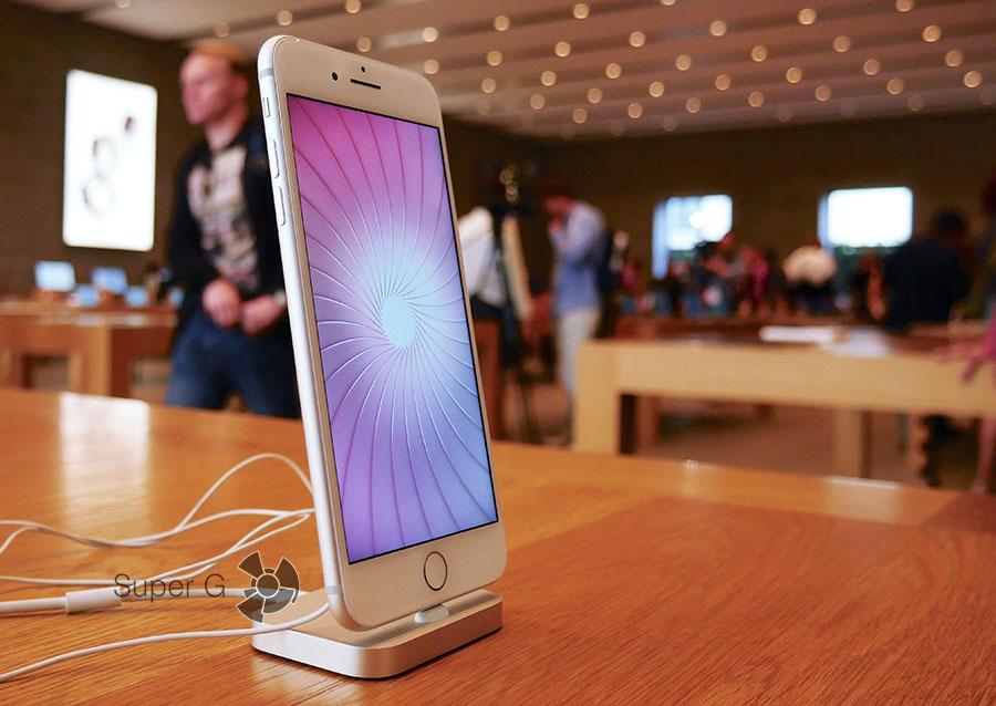 iPhone 7 Plus в Apple Store