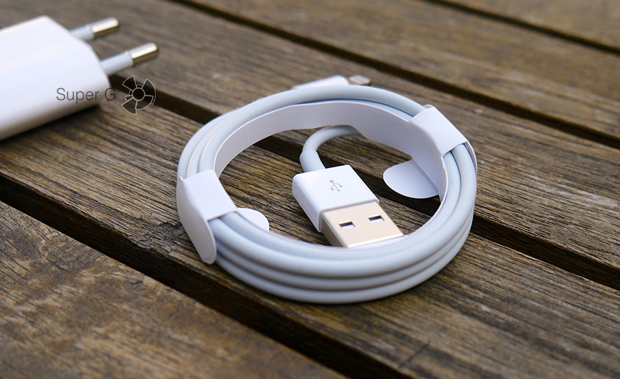 Кабель Lightning из комплекта iPhone 7