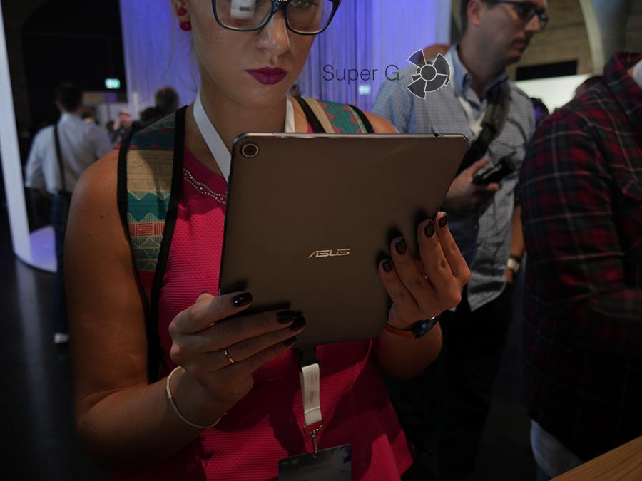 IFA 2016: ZenPad 3S 10 - в работе