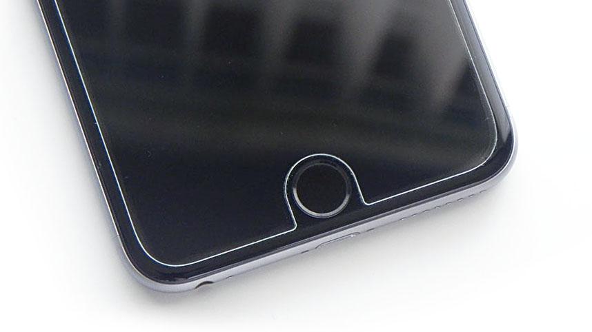 Защитное стекло, приклеенное на iPhone 6