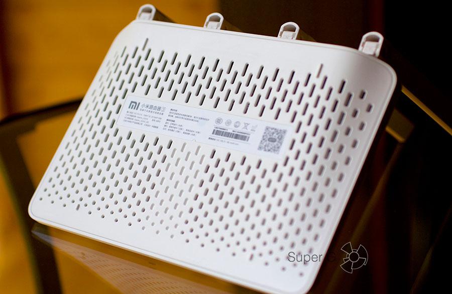 Xiaomi Mi Router 3 имеет пассивное охлаждение через отверстие снизу