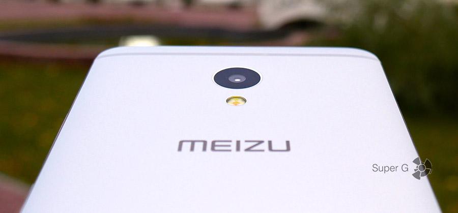 Meizu M3E - камера слегка утоплена в корпус