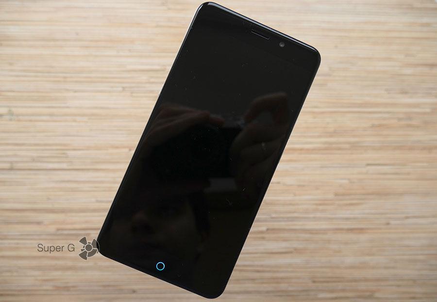UMi Max - дисплей выключен