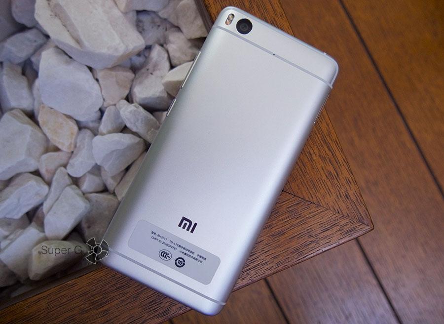 Задняя поверхность Xiaomi Mi5S