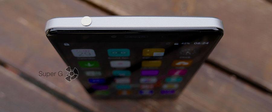 Иголка для извлечения SIM-карт от Bluboo Maya Max прячется в разъёме 3,5 мм