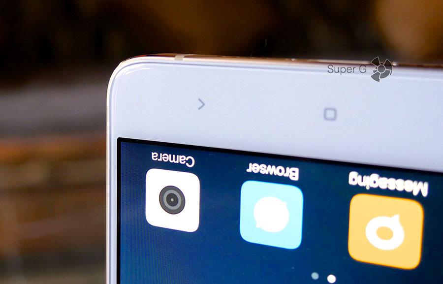 Спереди Xiaomi Mi5S Plus имеет защитное стекло с эффектом 2.5D