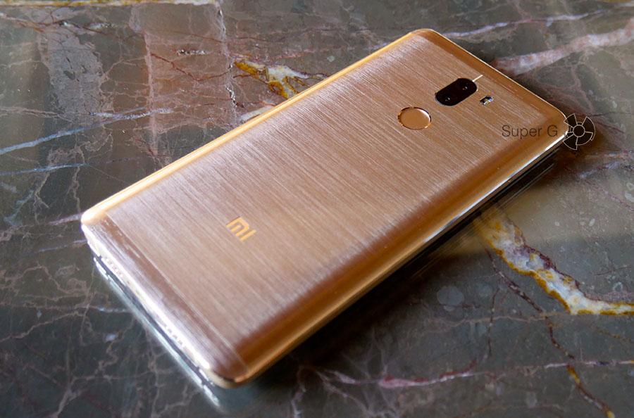 Сканер отпечатков пальцев в Xiaomi Mi5S Plus расположен сзади