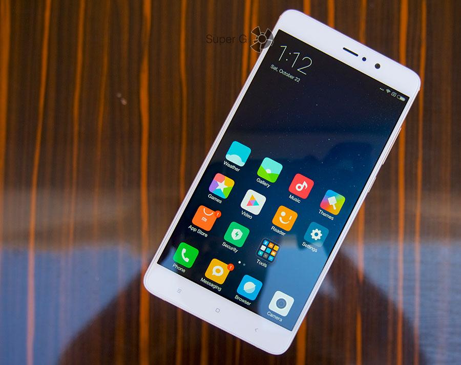 Тонкие боковые рамки по бокам от экрана Xiaomi Mi5S Plus