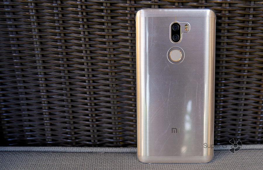 Чехол для Xiaomi Mi5S Plus из комплекта быстро покрывается царапинами