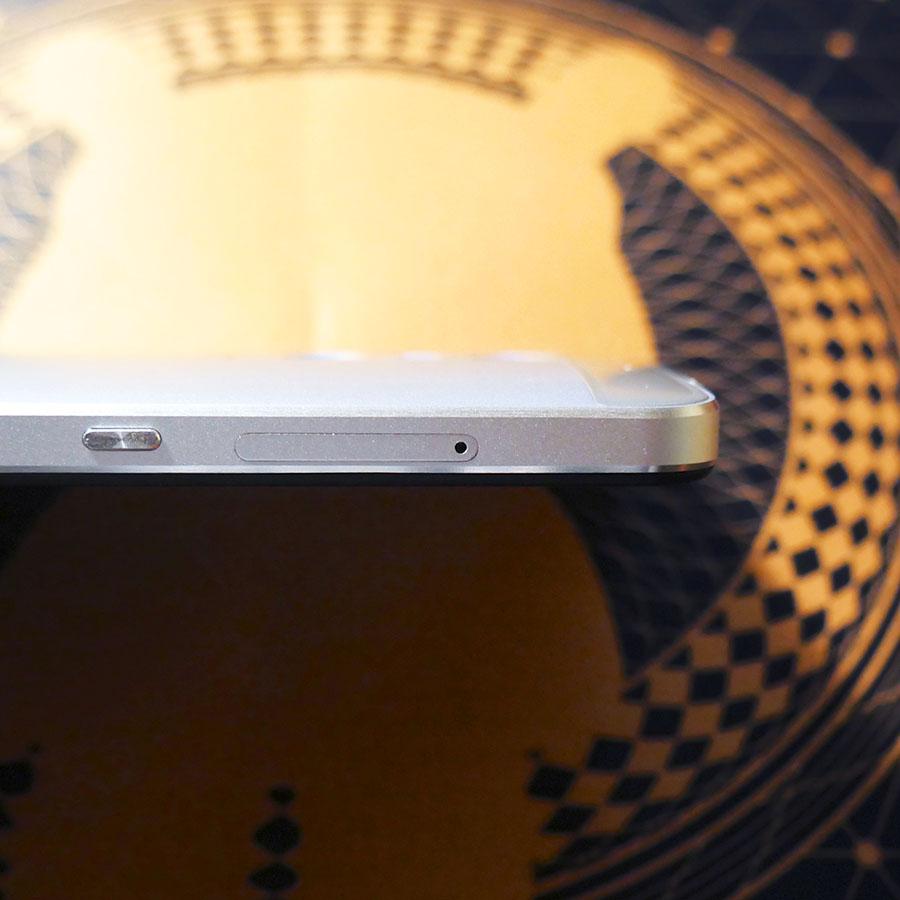 Слот для SIM-карт в UMi Max