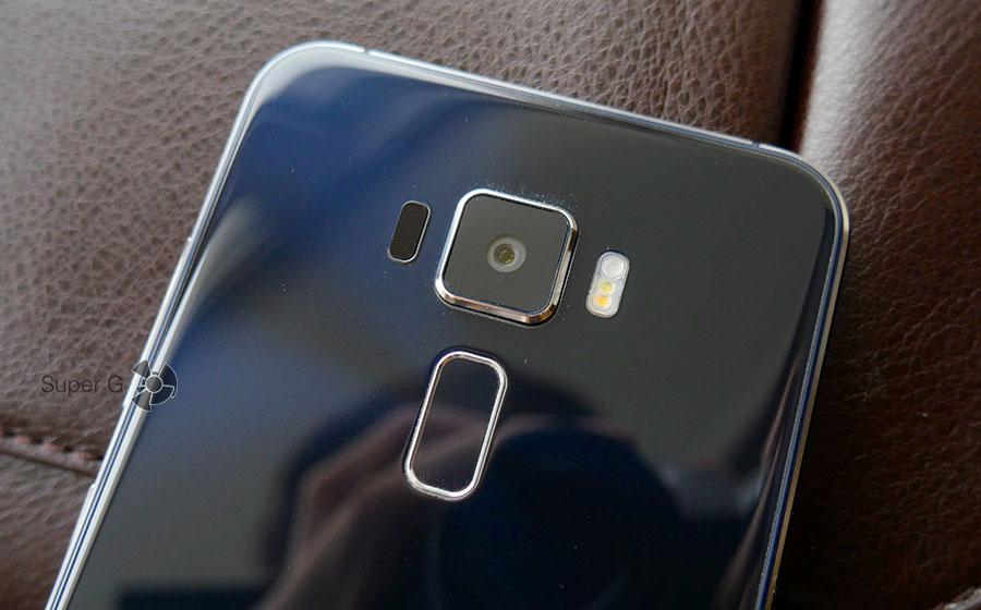 Лазерный автофокус помогает камере Asus Zenfone 3 фокусироваться