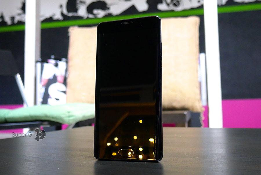 Фронтальная панель Xiaomi Mi Note 2 при выключенном экране