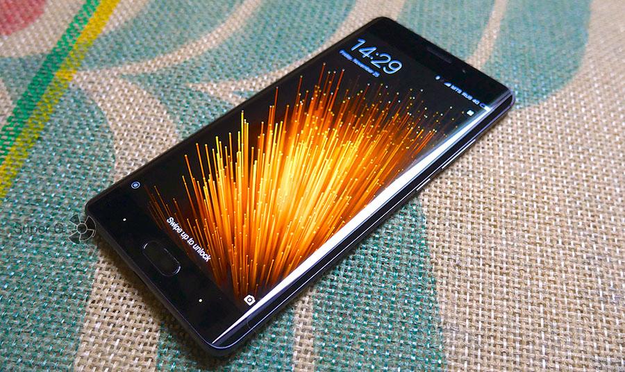 Экран Xiaomi Mi Note 2 во включенном состоянии