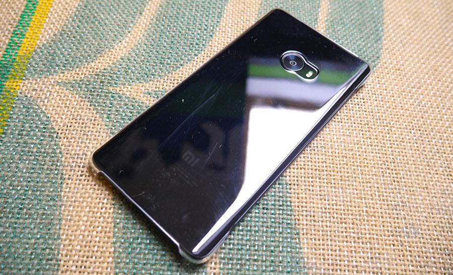 Чехол для Xiaomi Mi Note 2 из комплекта очень быстро царапается