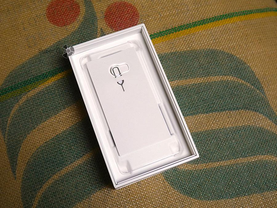 В комплекте к Xiaomi Mi Note 2 есть чехол и скрепка