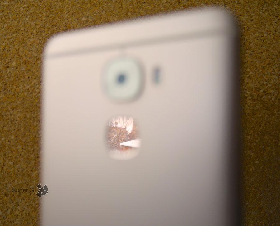 Поверхность сканера отпечатков пальцев у LeEco Le 3 Pro зеркальная