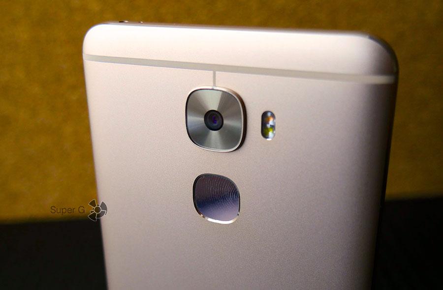 Сканер отпечатков пальцев LeEco Le 3 Pro очень маркий