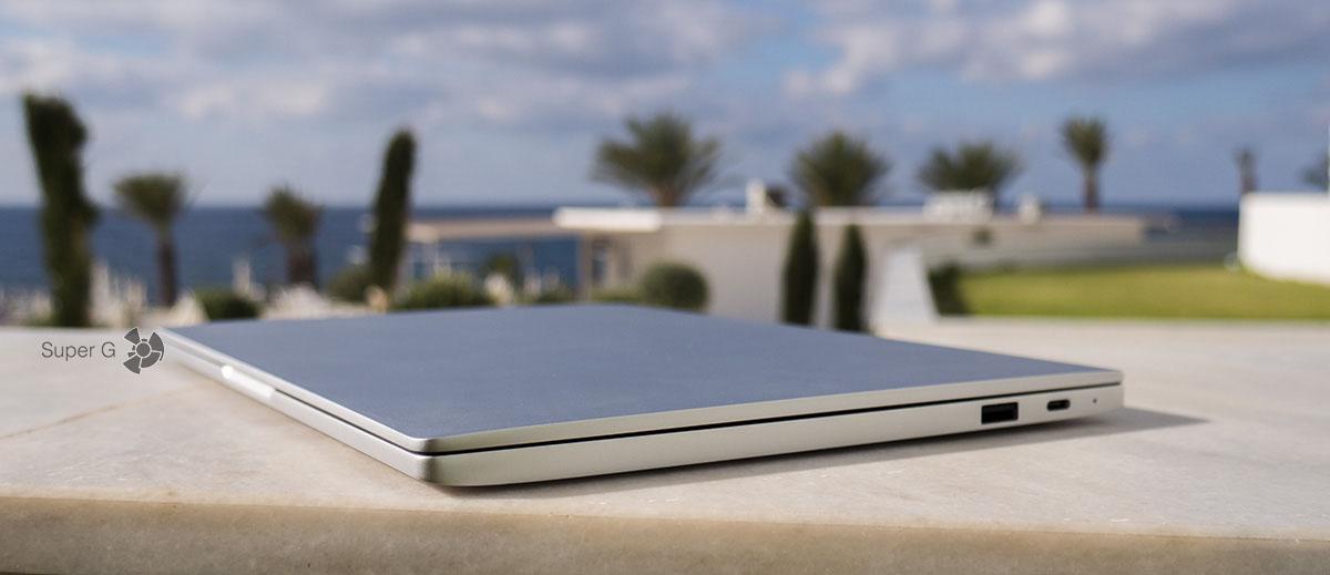 Корпус Xiaomi Mi Book Air 12.5 выполнен целиком из металла