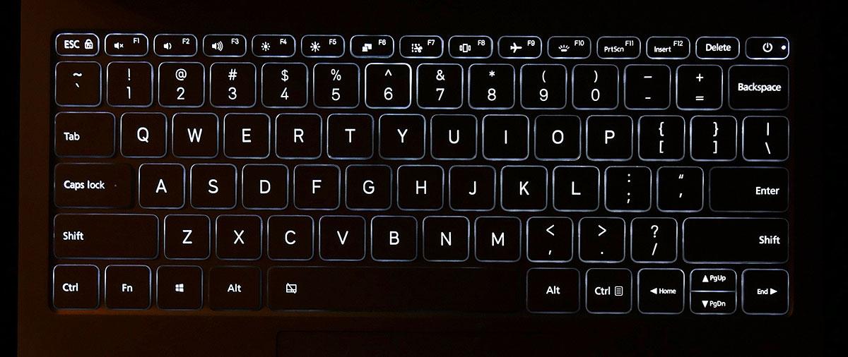 Клавиатура Xiaomi Mi Book Air 12.5 оснащена встроенной подсветкой