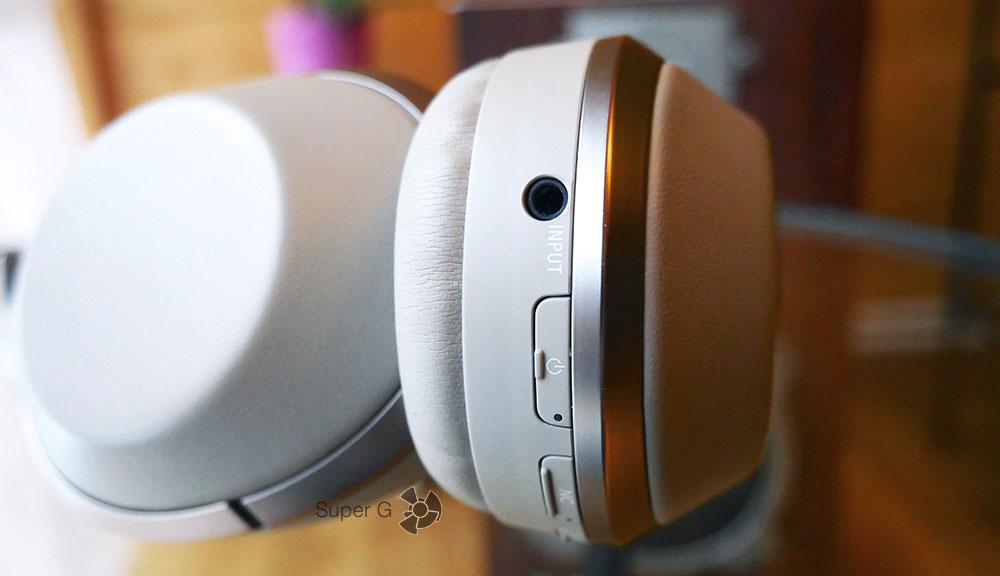Наушники Sony MDR-1000X могут подключаться и по кабелю
