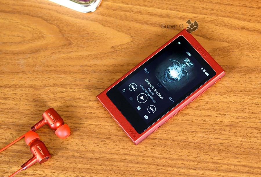 Sony Walkman NW-A35 и наушники к нему