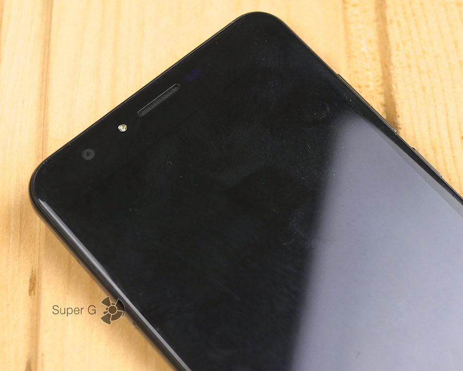 Пыль и отпечатки на фронтальной поверхности Dogee Y6T Piano Black