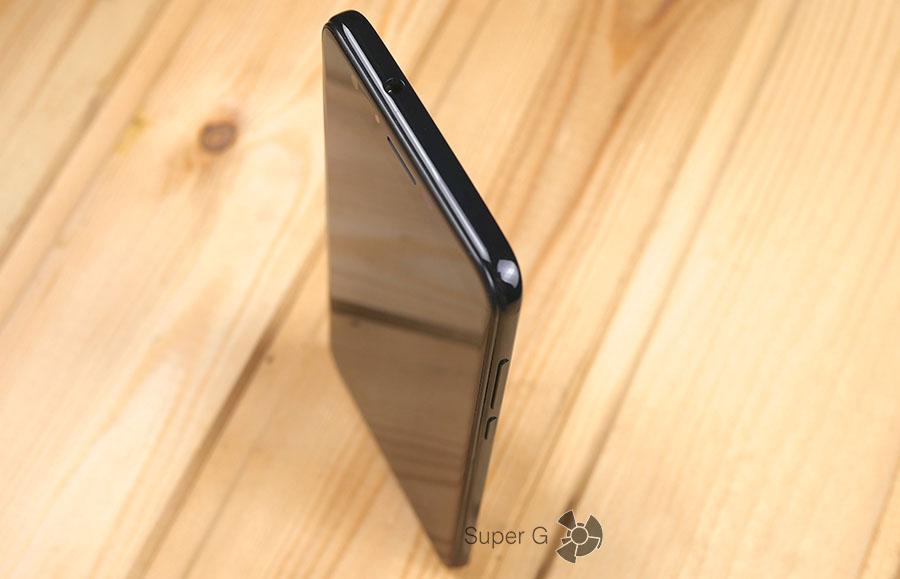 Аудиовыход для наушников в Dogee Y6 Piano Black находится на верхнем торце