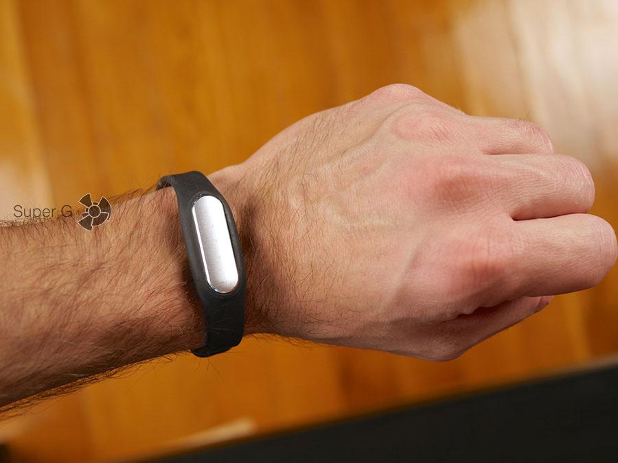 Xiaomi Mi Band 1S (копия) на руке