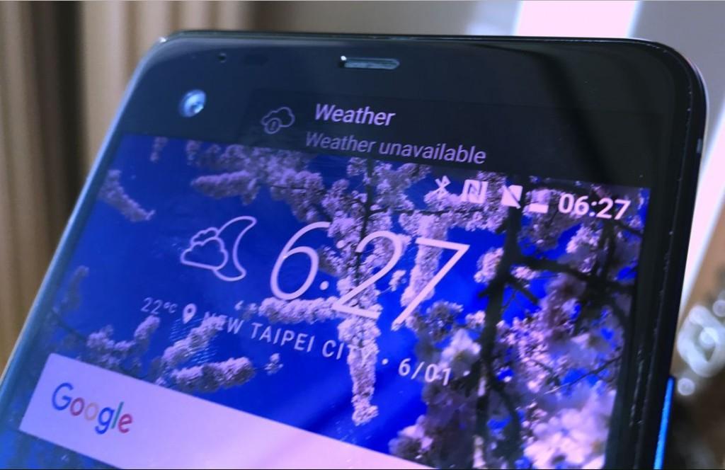 Завтра HTC покажет три смартфона, из них два без разъема для наушников