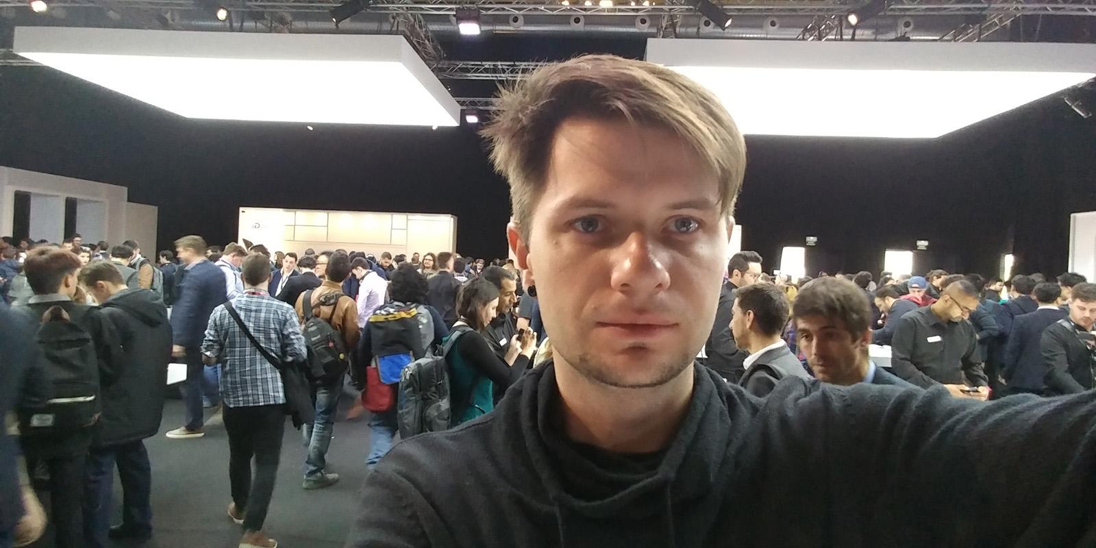 Пример широкоугольного селфи с фронтальной камеры LG G6
