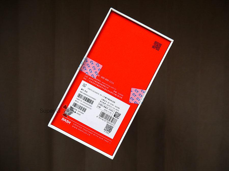 Обратная сторона упаковки из-под OnePlus 3T