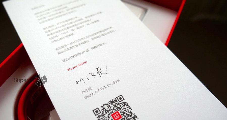 Подпись CEO на открытке внутри коробки из-под OnePlus 3T