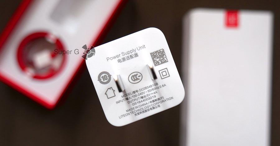 Зарядка Dach Charge для OnePlus 3T из комплекта
