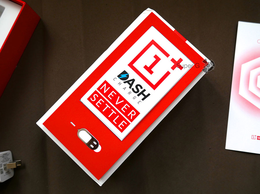 Сопроводительные документы и наклейки из комплекта OnePlus 3T