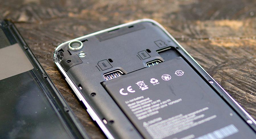 UMi Diamond имеет два отдельных от карточки памяти слота под SIM-карты
