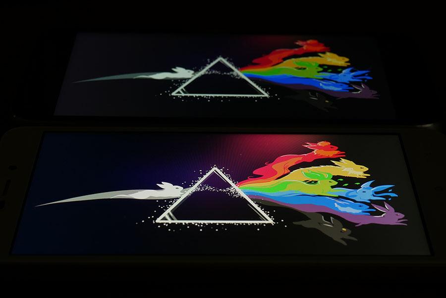 Сравнение экранов UMi Diamond (сверху) и Xiaomi Redmi 4A (снизу)